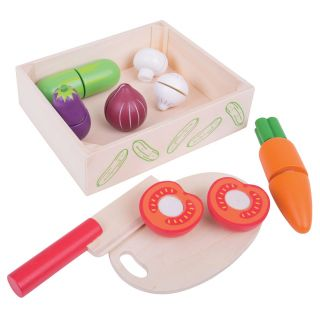 Wooden box with Cut vegetables